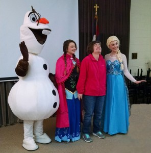 Olaf Anna Elsa entertaining